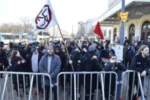 Här syns bla My Kårlycke och Joel från Ung Vänster ihop med med flera SUF aktivister.